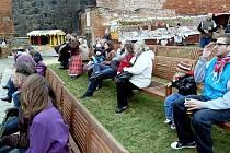 HUDBU kapely Strašlivá podívaná si Chebští při otevírání hradu velice pochvalovali.