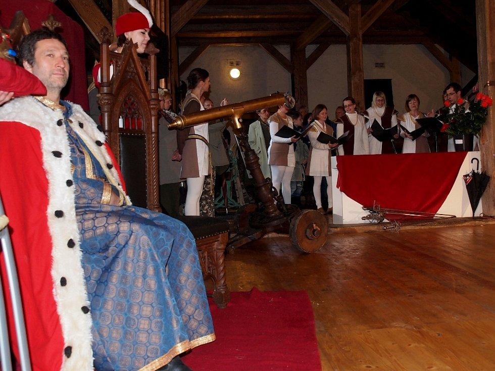 Hrad Seeberg v Ostrohu u Františkových Lázní opět navštívil český a římský král Karel IV. s družinou.