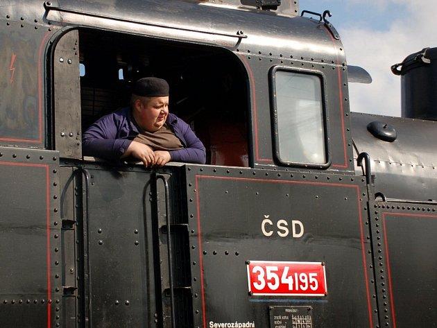 Oslava 110 let trati z Mariánských Lázní do Karlových Varů - dolního nádraží. Lokomotiva 354 195 Všudybylka v Mariánských Lázních