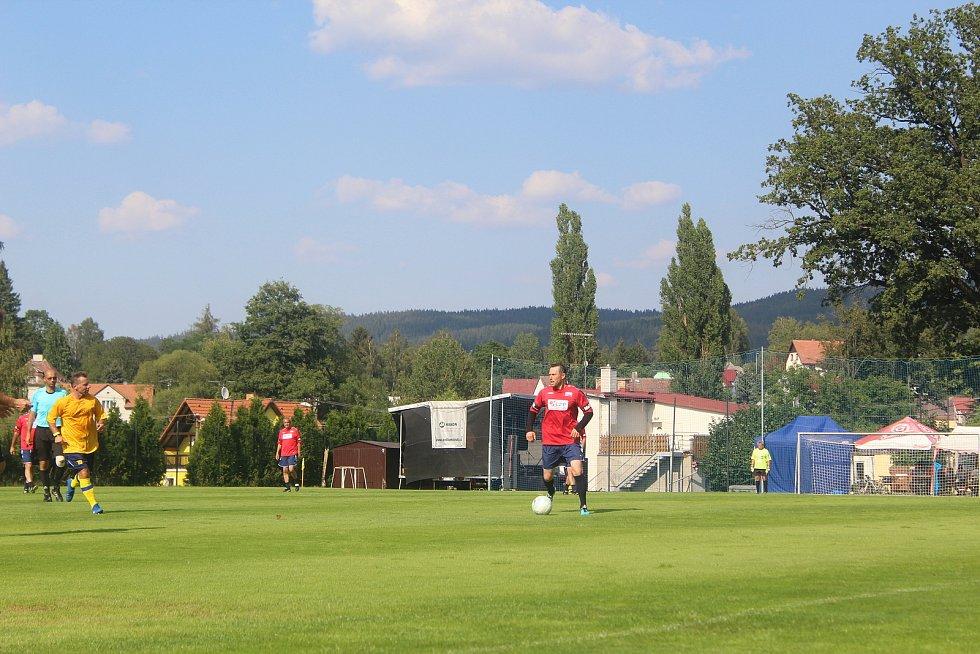 V Dolním Žandově oslavovali fotbalisté třicetileté výročí postupu.
