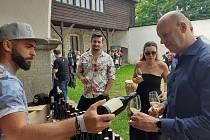 Vytříbená vína, jídla dělaná s láskou, slunečný víkend a atmosféra dávných časů. Tak bychom mohli popsat již tradiční Seeberský festival vína Wine & Food.