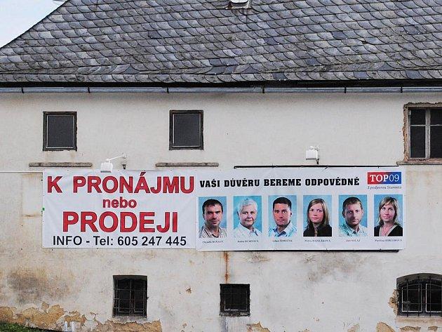 Volební plakát ve Skalné.