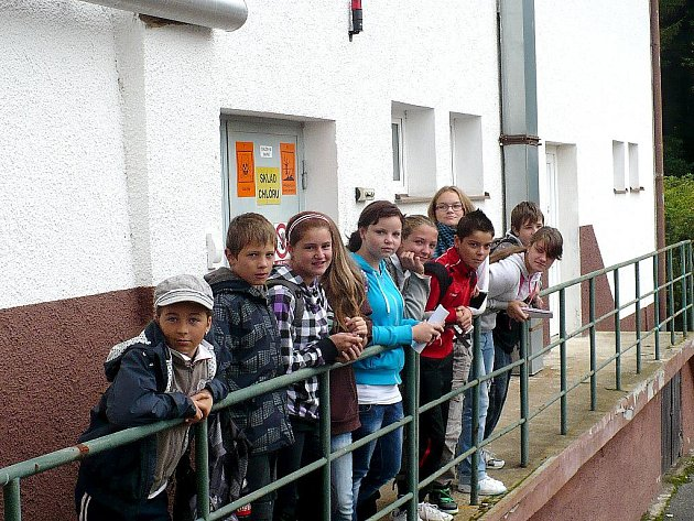 Žáci kynžvartské školy se seznámili s významem vody v lidském životě, a to přímo na návštěvě úpravny vody a procházkou po přírodní rezervaci.