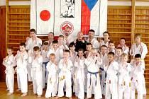 ÚSPĚŠNÍ absolventi františkolázeňského oddílu sokolovských  zkoušek výkonnosti.