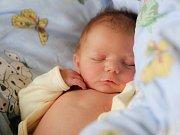 JAKUB REŇÁK bude mít v rodném listu datum narození v pátek 5. února v 10.28 hodin. Při narození vážil 3 340 gramů a měřil 51 centimetrů. Doma v Chebu se z malého Kubíčka radují sourozenci Tobíšek s Adélkou, mamina Michaela a tatínek Tomáš.