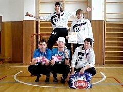 FLORBALOVÝ TÝM USK Akademik zazářil na florbalovém turnaji O trofej bratrů.