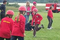 MLADÍ HASIČi z celého Chebska přijeli na da dny do Drmoulu změřit své síly v okresním kole požární soutěže Plamen.