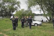 DVACET POLICISTŮ se zaměřilo na dodržování pořádku na přehradě Jesenice. Kontrole neunikli ani rybáři.