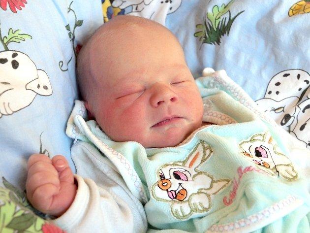 TADEÁŠ MACHÁČEK bude mít v rodném listu datum narození úterý 5. února ve 22.15 hodin. Při narození vážil 3 160 gramů a měřil 50 centimetrů. Maminka Kateřina a tatínek Petr se radují z malého Tadeáška doma v Mariánských Lázních.