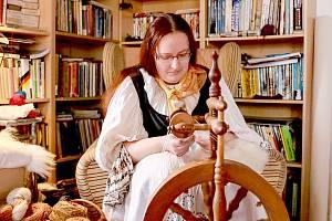 Statek v Nové Vsi u obce Křižovatka na Chebsku seznamuje malé i velké návštěvníky s historickými řemesly a starodávnými technikami zpracování různých surovin.