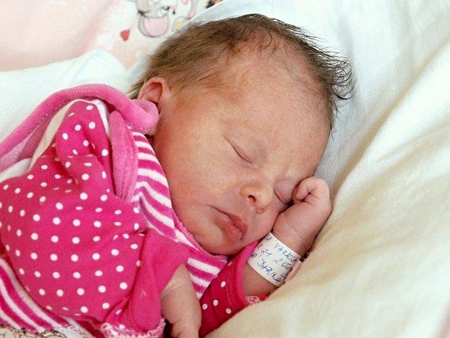 VANESA MACHOVÁ si poprvé prohlédla svět ve čtvrtek 6. listopadu v 2.21 hodin. Při narození vážila 2 660 gramů a měřila 47 centimetrů. Doma v Mariánských Lázních se z malé Vanesky těší bráška Milánek, maminka Darina a tatínek Milan.