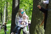 V Pohádkový les se proměnily sady Míru v Aši. Hned na začátku čekala na děti víla Jana Ježková.