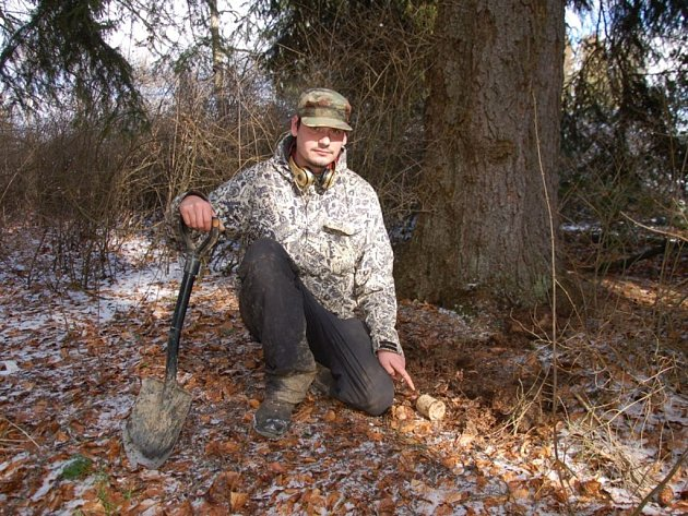 Nevybuchlý granát verze 24, který je známý i pod lidovým názvem štouchač brambor, se nacházel v lese nedaleko historické Bismarckovy rozhledny u Chebu.