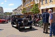 Na Národní třídě ve Františkových Lázních se konal již desátý ročník mezinárodní soutěže elegance historických vozidel
