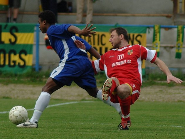 Divizní fotbalové utkání mezi Spartakem Chodov a SK Kladno B skončilo bezbrankovou remízou