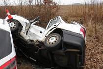 Při otáčení narazila řidička do jiného vozidla.