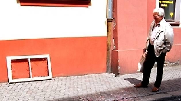 Páteční vychřice rozbíjela v Chebu okna