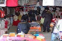Celníci obsadili vietnamskou tržnici v centru Chebu