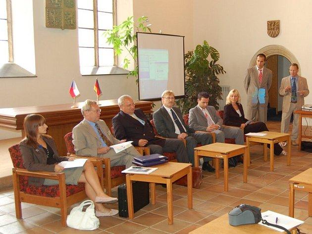 Chebská radnice připravuje na léto výměnu vybavení obřadní síně
