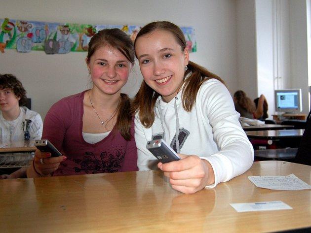 REDAKTORKY FAJFROVEK  Nelya Hefyuk a Hana Illichová  (zleva)  dokázaly být se svými diktafony správně neodbytné.
