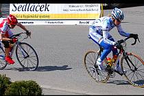 ČESKÝ pohár žen se jel v Pičíně. V úniku olympionička Lada Kozlíková s chebskou cyklistkou Danou Fialovou. Stejné pořadí bylo i po projetí cílem.
