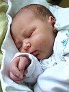 ADAM JAKUBEK se narodil v sobotu 31. března ve 14.14 hodin. Při narození vážil 3200 gramů a měřil 49 centimetrů. Doma v Aši se z malého Adámka raduje sestřička Natálka, maminka Andrea a tatínek Milan.