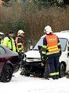 Nehoda pěti vozidel ochromila dnes ráno dopravu na chebské ulici Ašská.