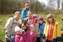 Děti ze Sovy v psím útulku.