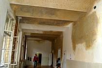 Zá nárůst neinvestičních výdajů na žáky může také prasklá kanalizace v objektu mariánskolázeňské školy Sever