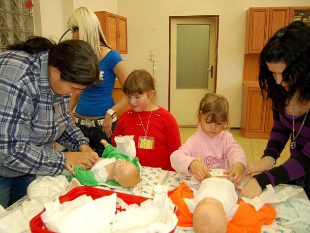 Návštěva dětí z mateřské školky Pohádka v chebské střední zdravotnické škole