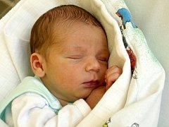 DAVID UBRY přišel na svět v neděli 22. dubna ve 21.40 hodin. Při narození vážil 3000 gramů a měřil 50 centimetrů. Doma v Chebu se z malého Davídka těší sestřička Linda spolu s maminkou Gabrielou a tatínkem Františkem.