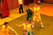 MARIÁSKOLÁZEŇSKÝM  basketbalistům se dařilo nejen mezi dospělými (na snímku), ale také v minižácích, kteří oba zápasy vyhráli.