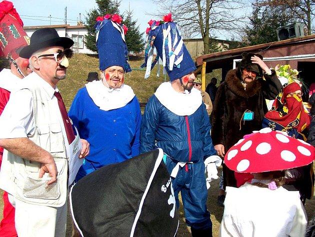 Desítky lidí se zúčastnily tradičního masopustního průvodu v Tuřanech.