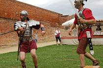 Chebský hrad o víkendu obsadila skupinka římských vojáků XIII. římské legie Gemina Augusta.