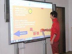 Dolnožandovští žáci mají ve své škole novou interaktivní tabuli