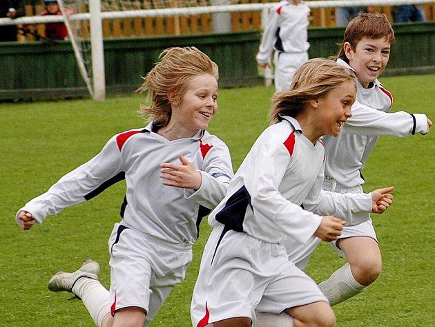 PŘEHLÍDKA  evropské mládežnické kopané začíná v sobotu 3. května na hřišti  ve Františkových Lázních zápasy základních skupin. V neděli pak minimistrovství Evropy   vyvrcholí v německém Rehau finálovými zápasy.