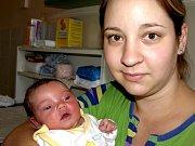 EMA KRAUSOVÁ se přišla na svět v sobotu 31. října ve 22.30 hodin. Při narození vážila 3330 gramů a měřila 51 centimetrů. Tatínek Jan a maminka Eva mají z malé Emičky velkou radost a už se těší domů do Chebu.