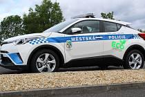 Jedinečnou novinkou se může pochlubit město Františkovy Lázně. V jeho lázeňských ulicích se začne projíždět  ekologický vůz Toyota hrv hybrid.