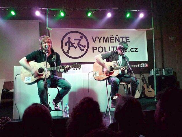 Zpěvák roku, Tomáš Klus zazpíval v ašském klubu Klubíčko.