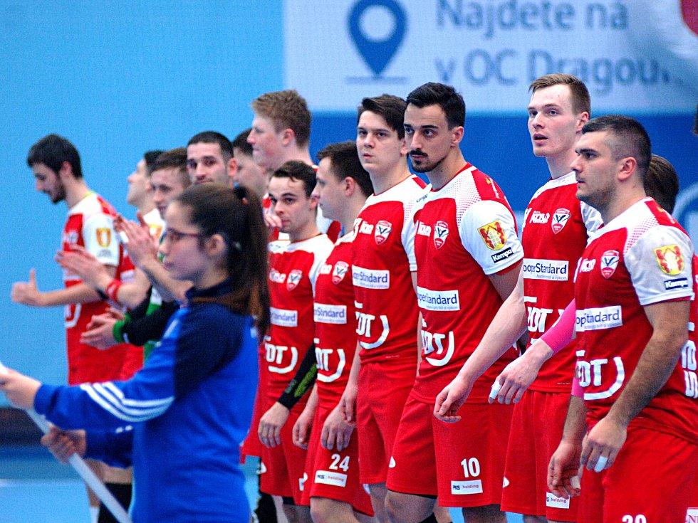 Hráči Talentu Plzeň (v černém) ve druhém semifinále Českého poháru poměřili síly se Sokolem Nové Veselí.