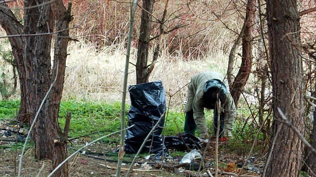 V CHEBU SE MOHOU obyvatelé města také setkat s pracovníky, kteří pečují o veřejnou zeleň a čistotu. V tomto případě se ale většinou jedná o bezdomovce z diecézní charity, kteří pracují pro charitní ubytovnu Betlém.