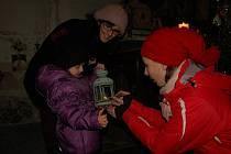 Donést si domů takzvané Betlémské světlo mohli přímo na Štědrý den lidé v obci Dolní Žandov.