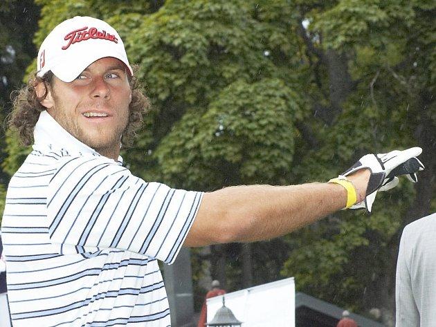 Radek Duda  rozšířil řady hokejových celebrit na mariánskolázeňském turnaji, který spolu s ostatními partnery pořádala společnost Sport–Servis Mar. Lázně.