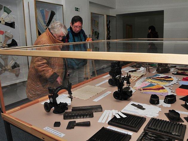 Od konce minulého týdne je v ašském muzeu v Mikulášské ulici k vidění rozšířená výstava s názvem 'Aš na stole a na zdi'.