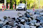 V německém Waldsassenu v současné době opravují povrch vozovky v jedné z hlavních ulic. Aby práce rychle skončily, je celá uzavřená.