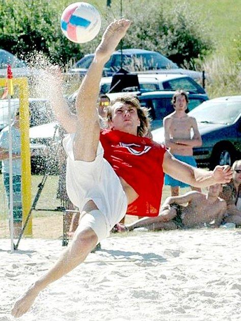 I TAKOVÉ parády (na snímku Zdeněk Sláma)  mohou  diváci vidět na pískovém hřišti  v sobotu 14. června na dřenické plovárně při Cheb Open.