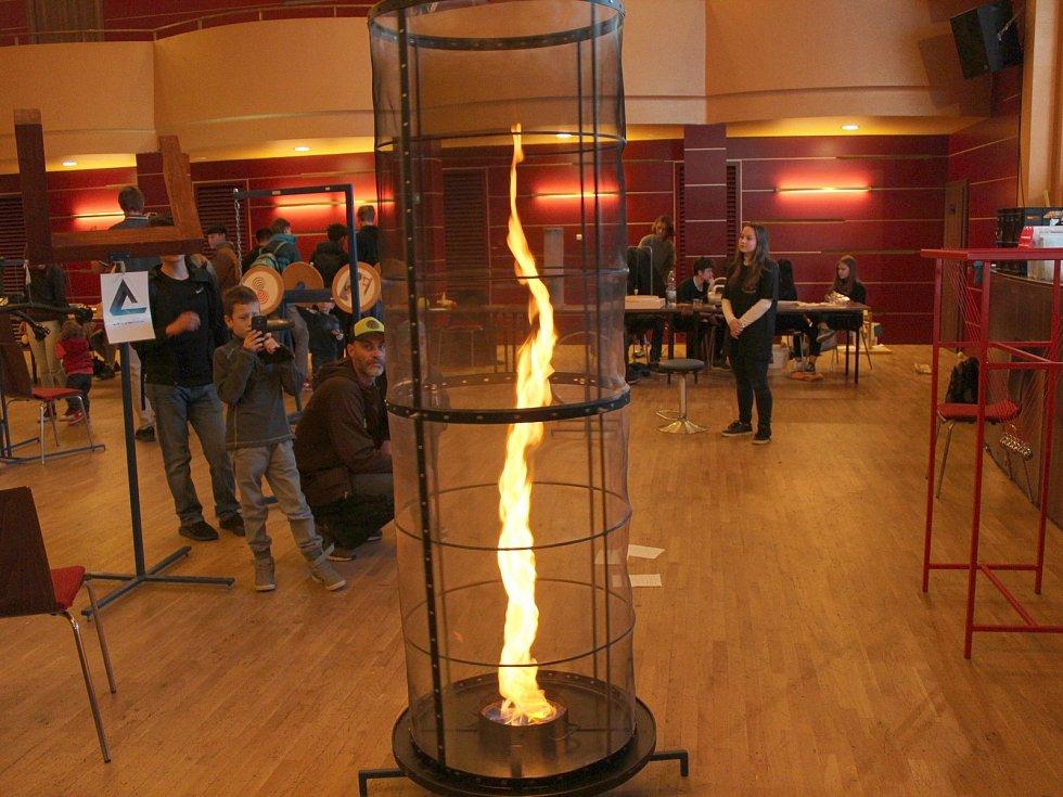 Kolem sedmdesáti technických exponátů bylo k vidění v chebském Kulturním centru Svoboda.