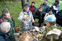JIŘÍ POŠMURA pořádá s kolegy mykology pro zájemce  pravidelné vycházky do přírody za houbami, spojené s besedou. Nejbližší se uskuteční 21. května.  To se vydají na Dyleň.