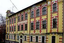 BÝVALÁ STŘEDNÍ ŠKOLA v ašské ulici Gustava Geipela. Teprve studie napoví, zda tady bude městský úřad nebo domov pro seniory.