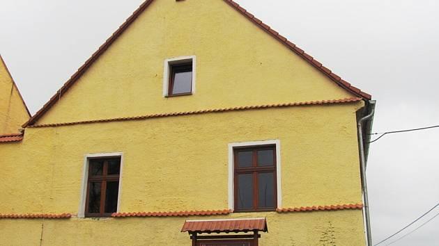 Historickou budovu čeká rovněž malování a položení dlažby.